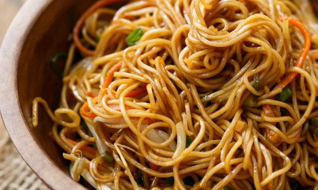 Fine Egg Noodles with Light Garlic Sauce