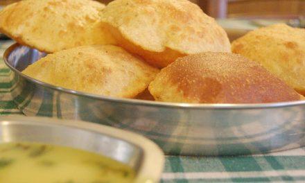 Puris (Deep-Fried Puffed Bread)