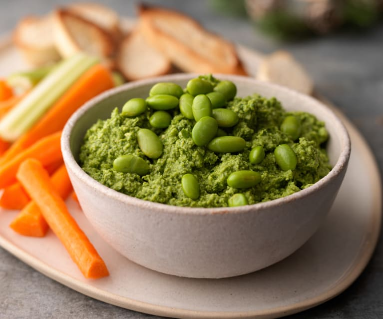 Fast and fresh spinach-edamame dip