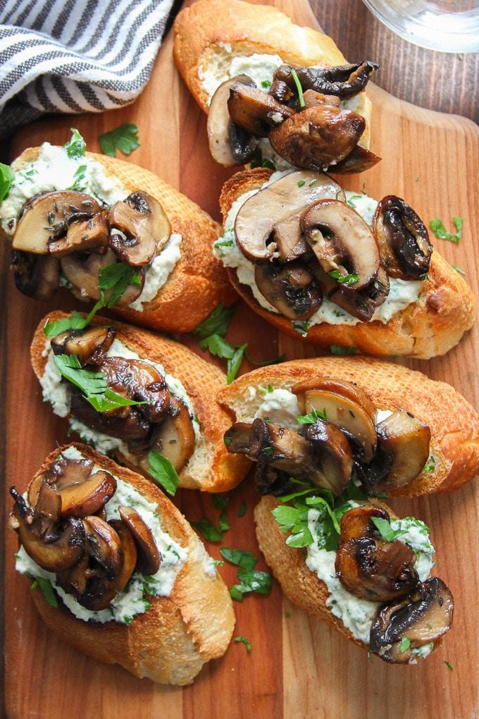 Herbed mushroom crostini