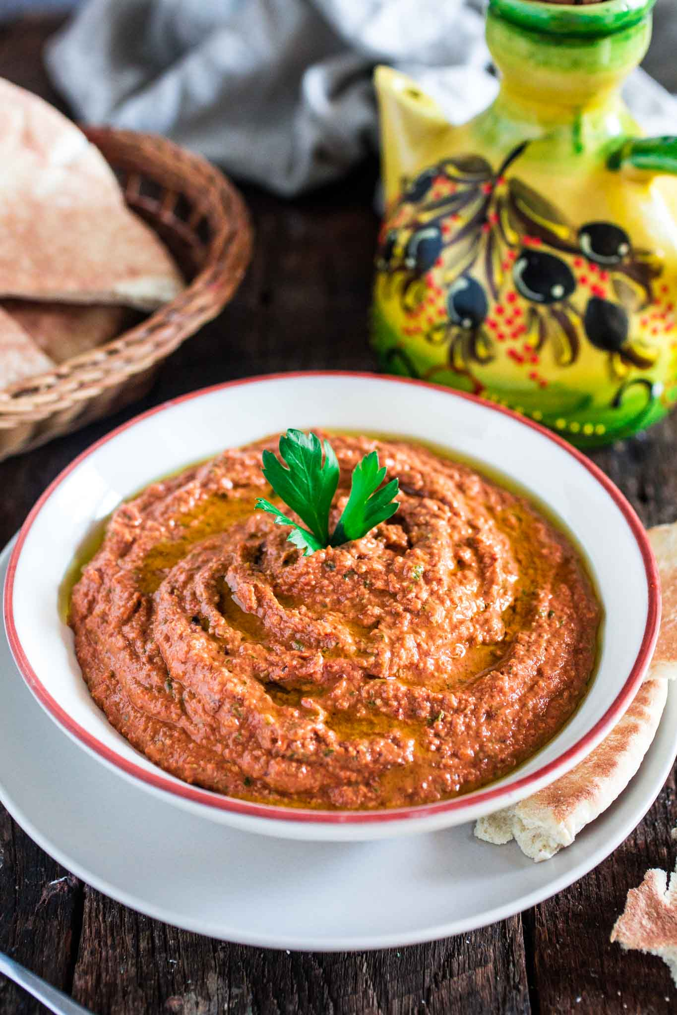 Red pepper and walnut spread