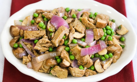 Sautéed seitan with green peas and mushrooms