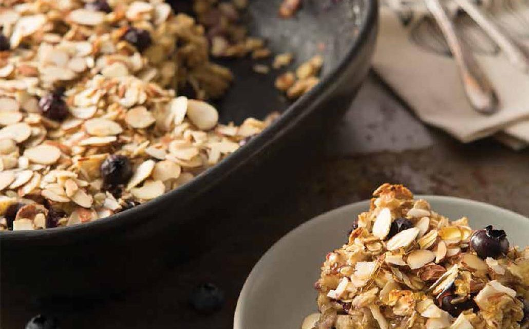 BAKED OATMEAL WITH BLUEBERRIES, ALMONDS & COCONUT MILK