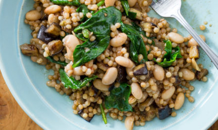Barley pilaf with white beans and broccoli