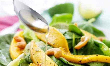 Sesame-spinach salad with mango