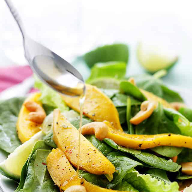 Sesame-spinach salad with mango